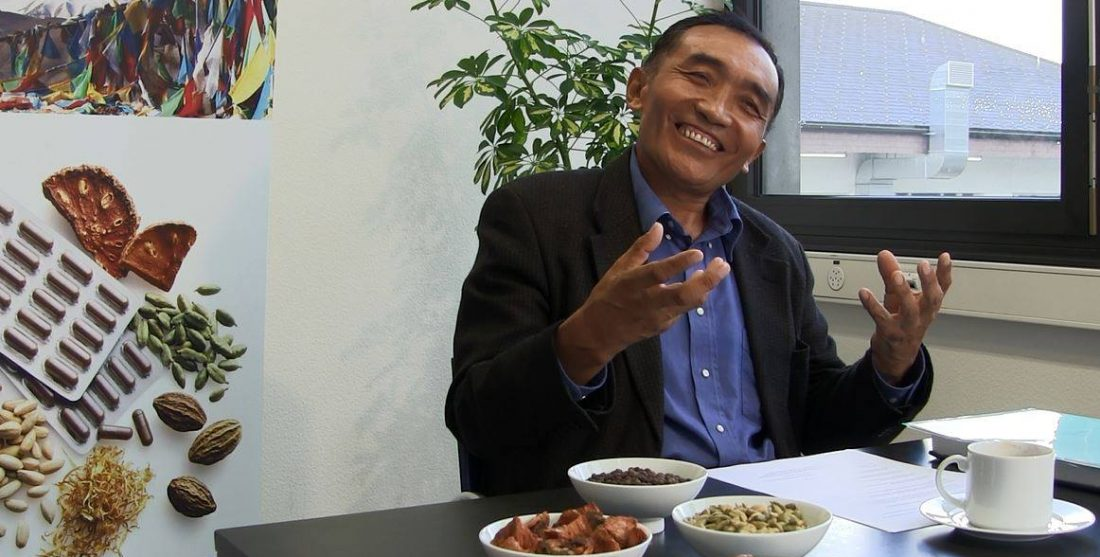 Professor Rakdo spricht ueber die Tibetische Medizin