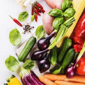 Rohkost und Salate belasten das Verdauungsfeuer.