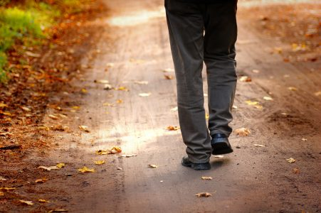 Verdauungsspaziergang hilft gegen Müdigkeit nach dem Essen