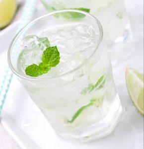 Eisgekühlte Getränke belasten die Verdauung