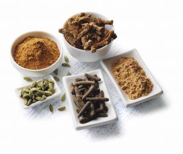 Verdauungsfördernde Kräuterunterstützen helfen bei Müdigkeit nach dem Essen